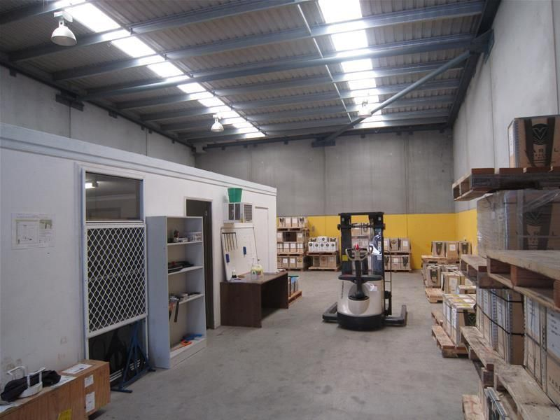 GREAT LITTLE WAREHOUSE IN BERESFIELD