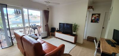 Bright Sun Filled 2 Bedroom Unit with Leafy Outlook