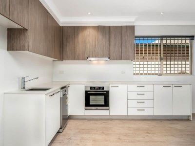 STYLISHLY UPDATED TWO BEDROOM RESIDENCE WITH PRIVATE REAR LANE ACCESS