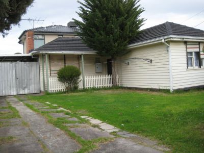 **APPLICATION PENDING APPROVAL** Freshly Painted Weatherboard Home.