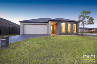 Spacious Home Near Point Cook Town Centre