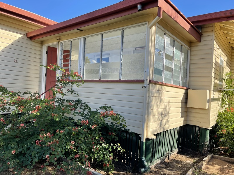 3 BEDROOM QUEENSLANDER IN QUIET STREET