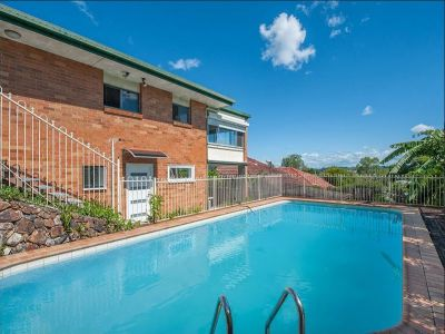 Four Bedroom Family Home with Pool & A/C + Self Contained Flat!