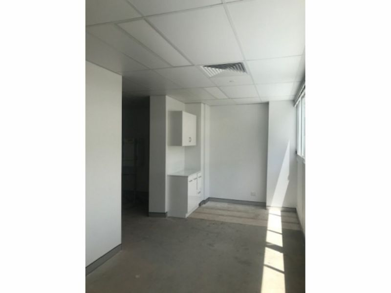 SMALL MODERN OFFICE SPACE READY TO OCCUPY