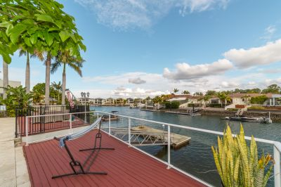 Single Level Waterfront Home on 1118m2 Level Block