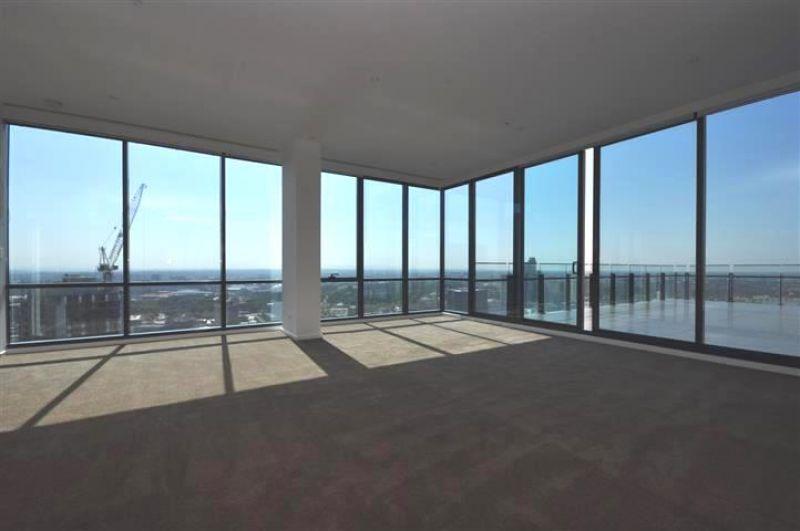 Mainpoint: 42nd Floor - Stunning Penthouse!