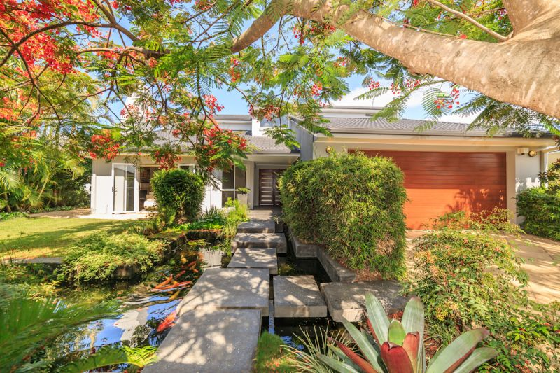 5 Charolais Crescent, Benowa Waters