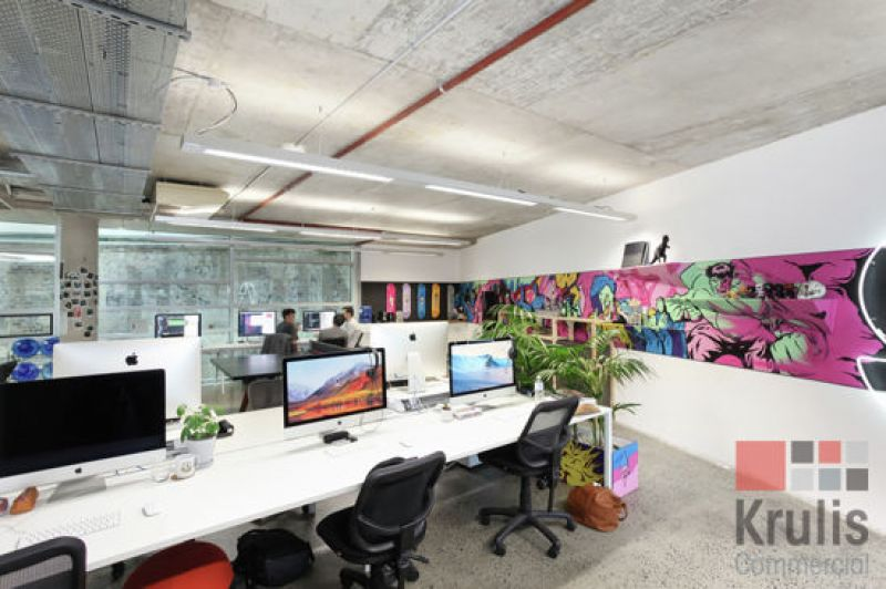 FULLY FITTED MODERN OFFICE WITH GREAT NATURAL LIGHT