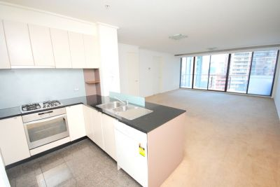 Melbourne Tower: 17th Floor - Bright and Spacious Three Bedroom Apartment!