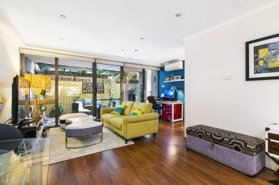 DEPOSIT TAKEN - Large Courtyard Apartment on Hyde Park.