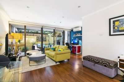 DEPOSIT TAKEN - Large Courtyard Apartment on Hyde Park.