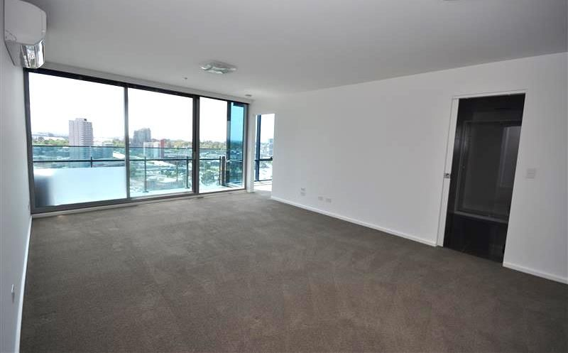 MAINPOINT: 18th Floor - Perfect Location!