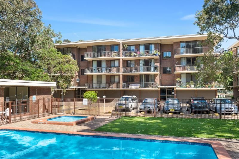 SOLD: Immaculate 2 Bedroom Unit For Sale. Excellent Location!