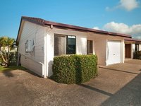 Tidy Unit Close to City and Beaches