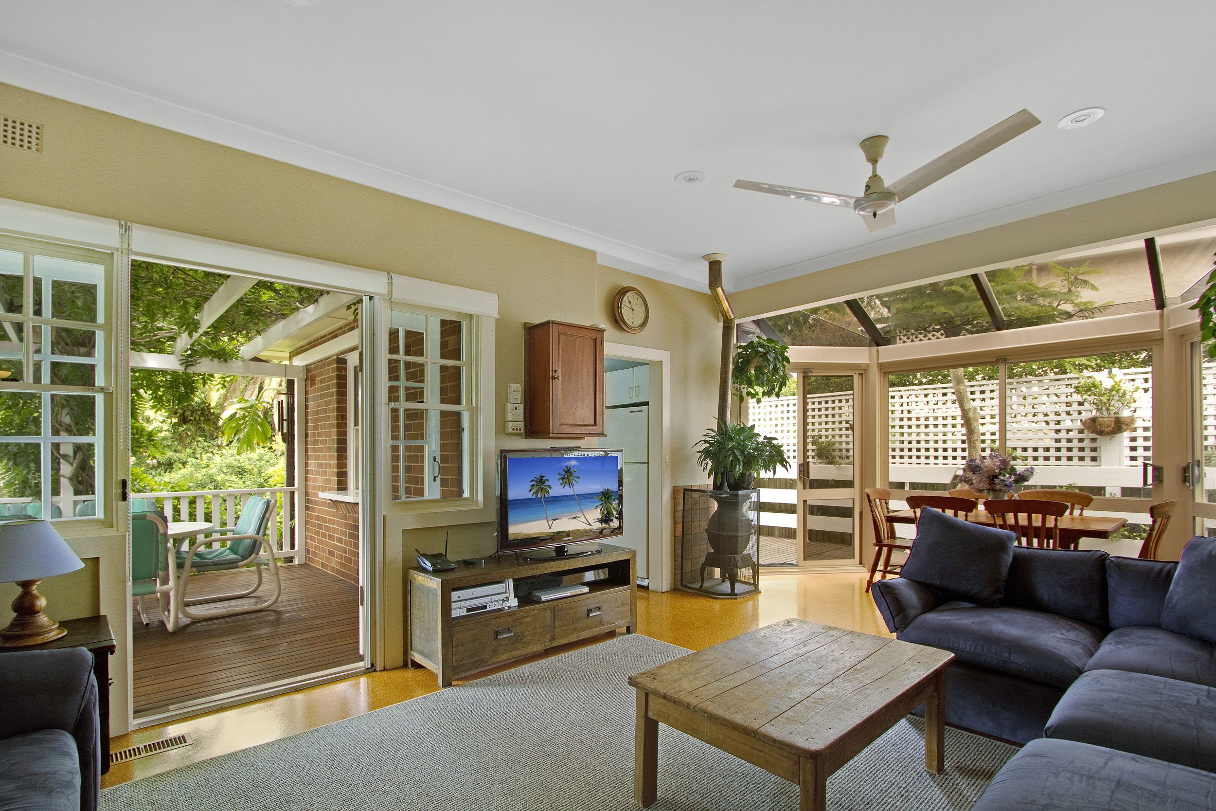 Real estate for sale 11 kardella avenue killara nsw for Stanhope swimming pool opening hours