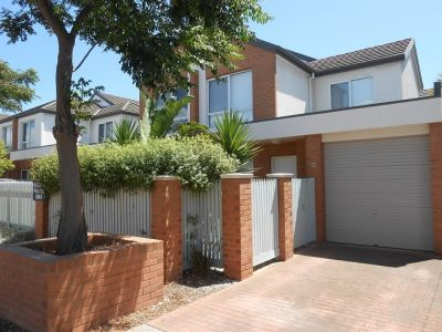 TWO BEDROOM TOWNHOUSE ON NELSON PLACE