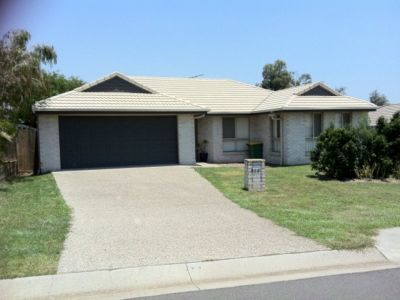 4 BEDROOM  AIR CONDITIONED HOME IN SOUGHT AFTER LOCATION AT RACEVIEW