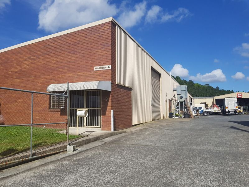 LARGE UNIT FOR LEASE - FLOOD FREE