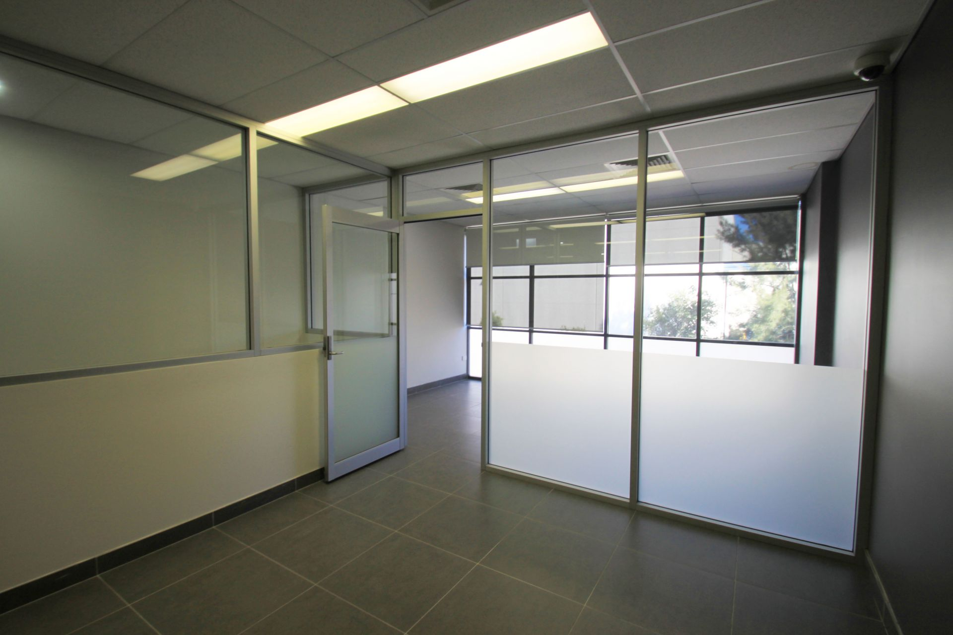 HI-TECH & HIGH CLASS FIT-OUT - MOVE IN TOMORROW