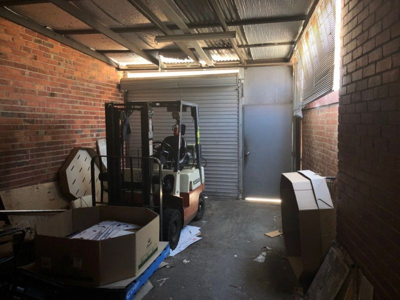 STORAGE / WORKSHOP / STUDIO – GYM OR ART – AVAILABLE FOR LEASE