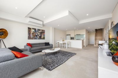 STYLISH SPLIT-LEVEL THREE BEDROOM RESIDENCE IN SECURITY COMPLEX