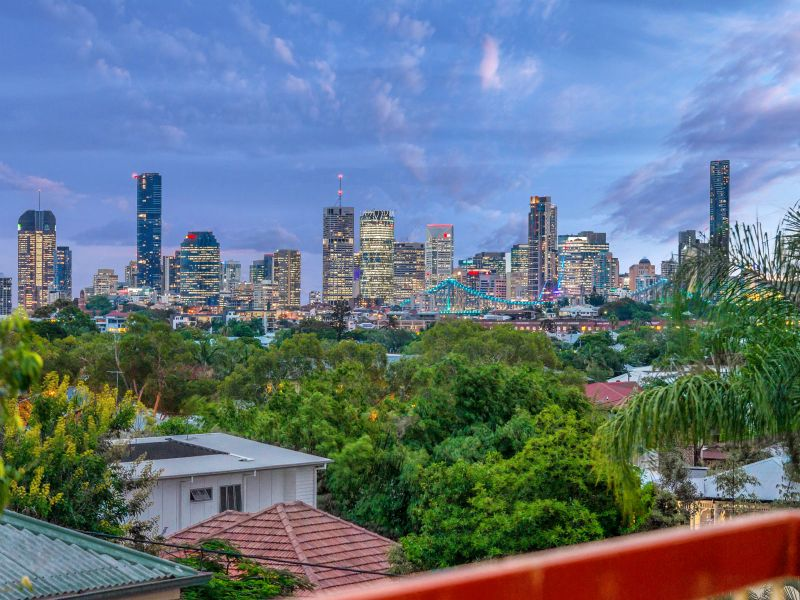 Balmoral/Bulimba. High end position with fabulous views!