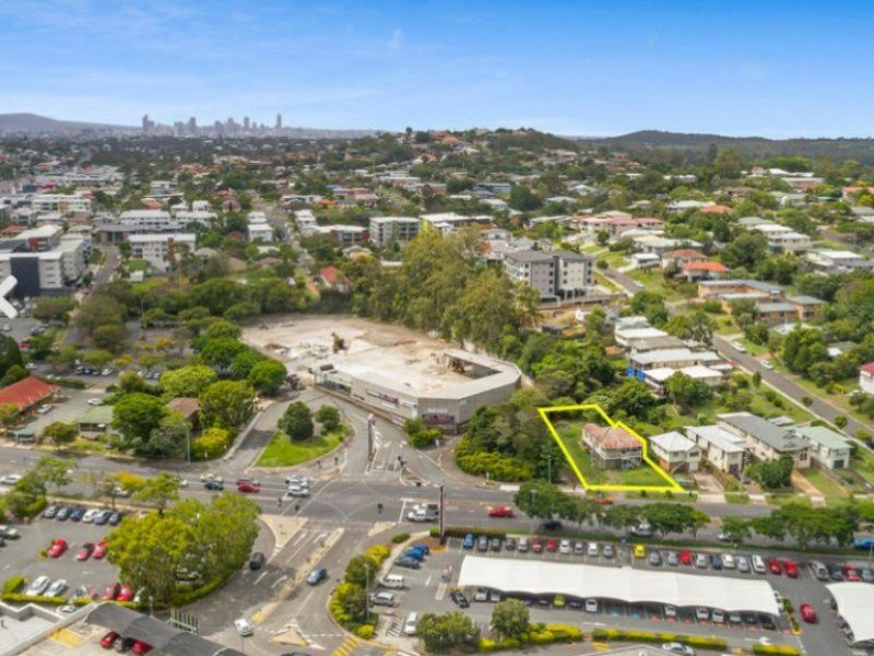 809sqm Main Road Exposed House/Land. Substantial Development Upside