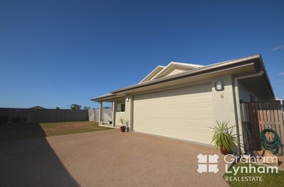 Impressive Family Home - Minutes To Beach!
