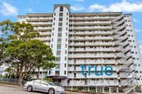 = HOLDING DEPOSIT RECEIVED = STUDIO APARTMENT WITH PERFECT CITY VIEWS AT AN AFFORDABLE PRICE