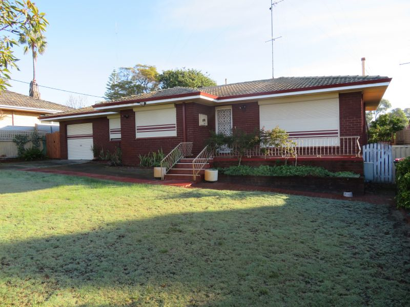 GREAT LOCATION & FAMILY HOME!