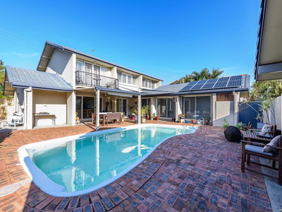 IMMACULATE FAMILY HOME WITH POOL
