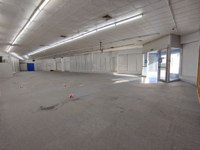 Prime retail, 3 street frontages, Rent reduced!