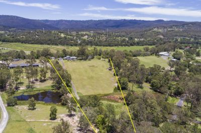 Great Acreage only 8 Mins to Hope Island