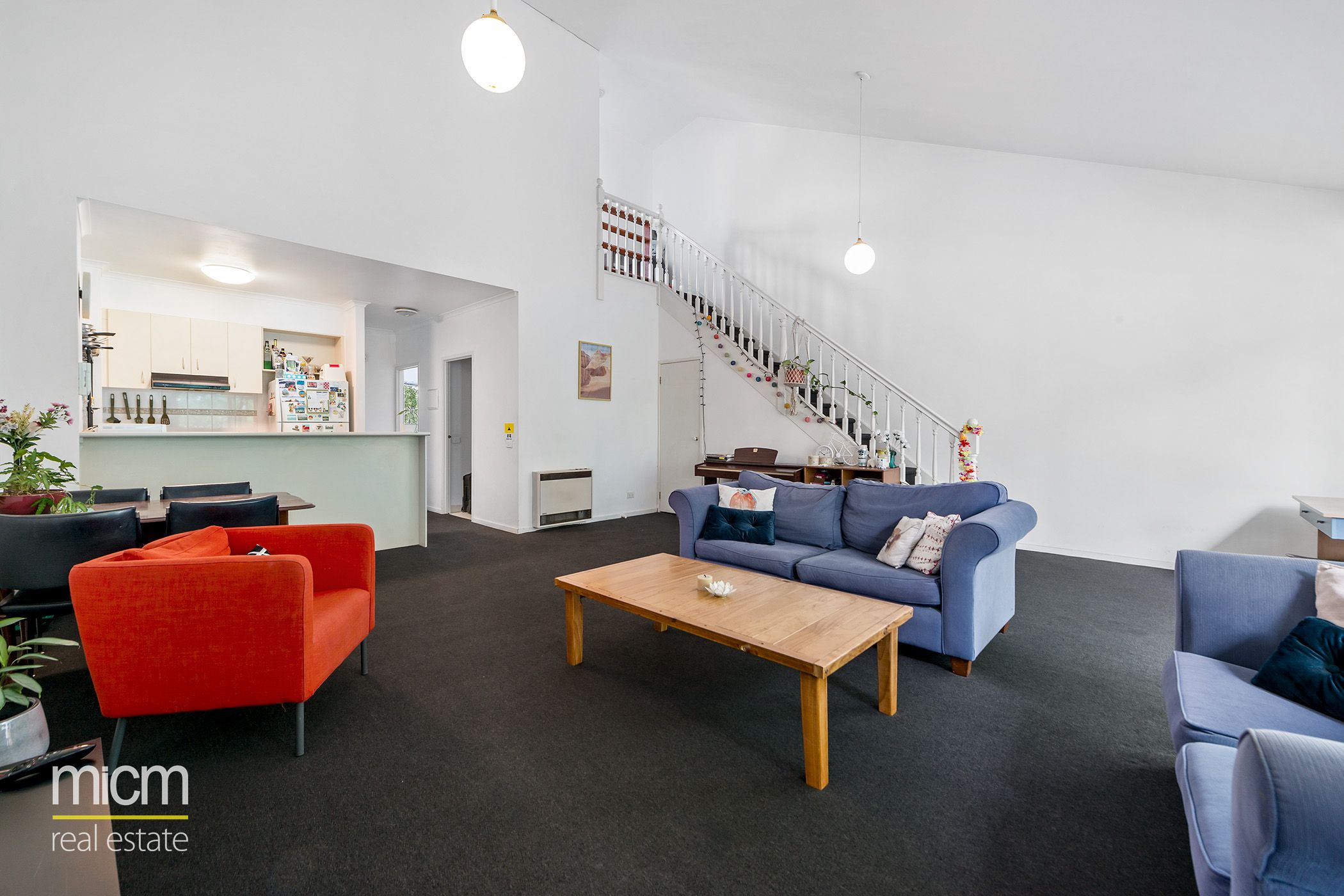Low-Rise Luxury Reveals Spacious Style
