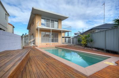 Dual Living 6 Bedroom House on Water with a Pool!!