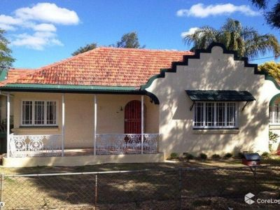 3 BEDROOM HOME WITH RUMPUS IN CENTRAL LOCATION WITH ALL AMENITIES NEARBY!