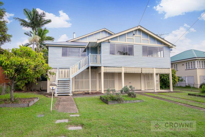Gorgeous Queenslander Home - 3 Bedroom + 3 Sleepouts - Legal Height Under