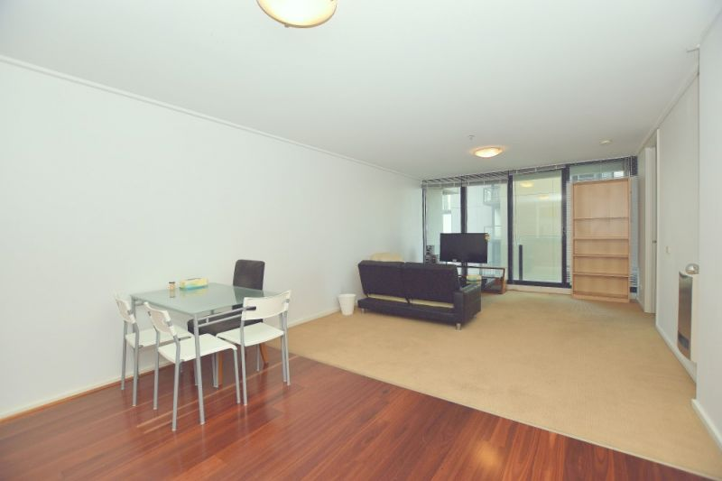 The Summit: Modern and Spacious Three Bedroom Apartment in an Unbeatable Location!