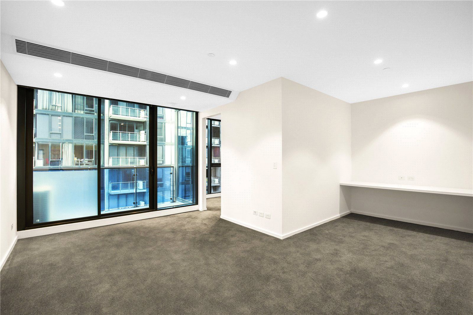 Spacious One Bedroom Apartment in Southbank Central!