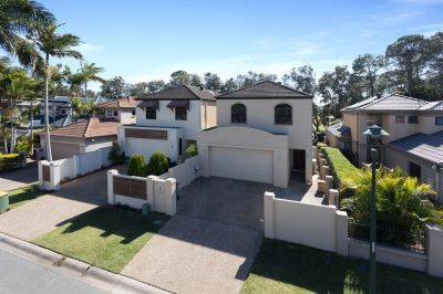 North Facing Golf Front Living - No Body Corporate