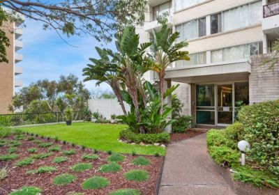 Oversized Two Bedroom Apartment In a Fantastic Bondi Location