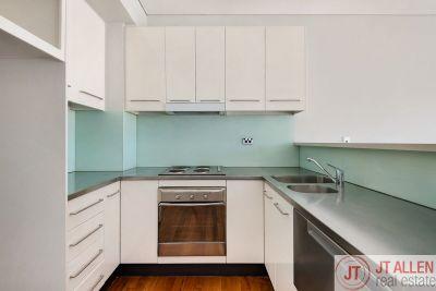 Beautiful Split Level - One Bedroom Apartment - Only Steps To  Bondi Beach