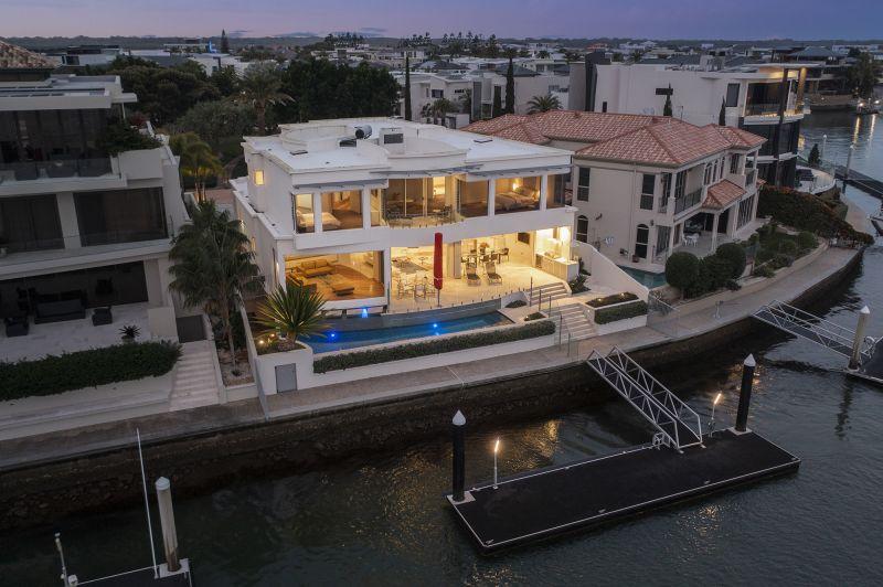 Exquisite Elegance – Award-Winning Masterpiece with 180-degree Broadwater Views