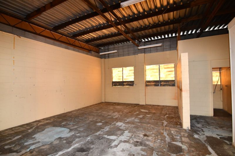 Aitkenvale tradies warehouse with offices