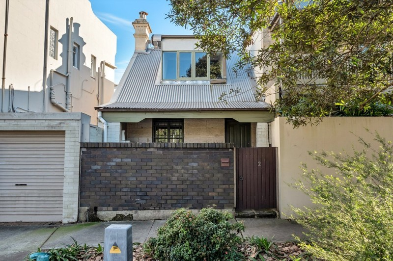 CHARMING & VERSATILE PARKSIDE HOME IN LEAFY WOOLLAHRA