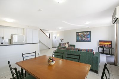 Fully Furnished 2 Bedroom Unit in the Heart of Broadbeach