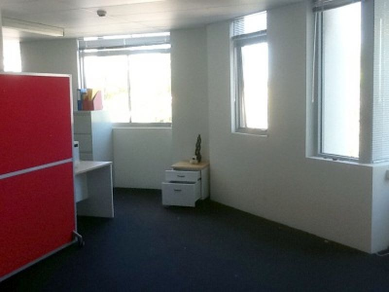 Open plan office available in Waterloo!