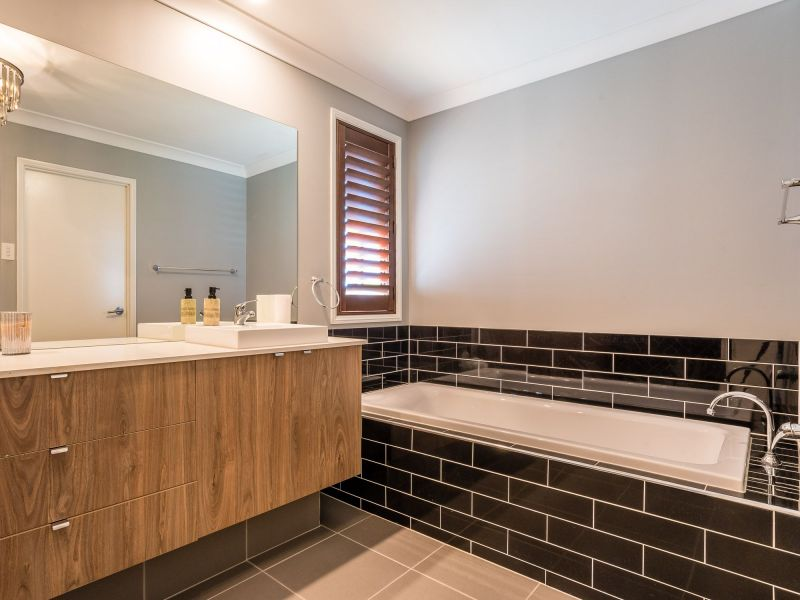 For Sale By Owner: 33 Sundown Circuit, North Lakes, QLD 4509