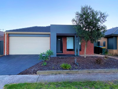 Lovely family home with convenience at your fingertips!!
