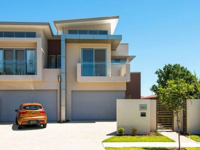 Brand New, High Quality Duplex - 400m to Broadwater!